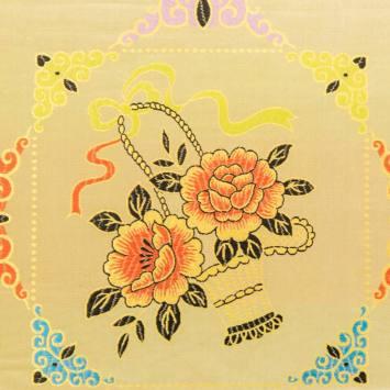 Satin asiatique jaune motif arabesque et fleur multicolore