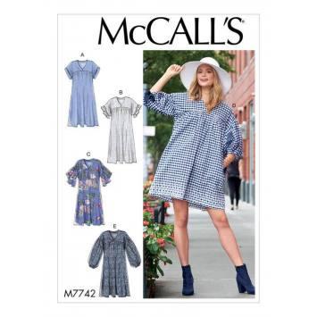 Patron McCall's M7742 : Robes 34-42
