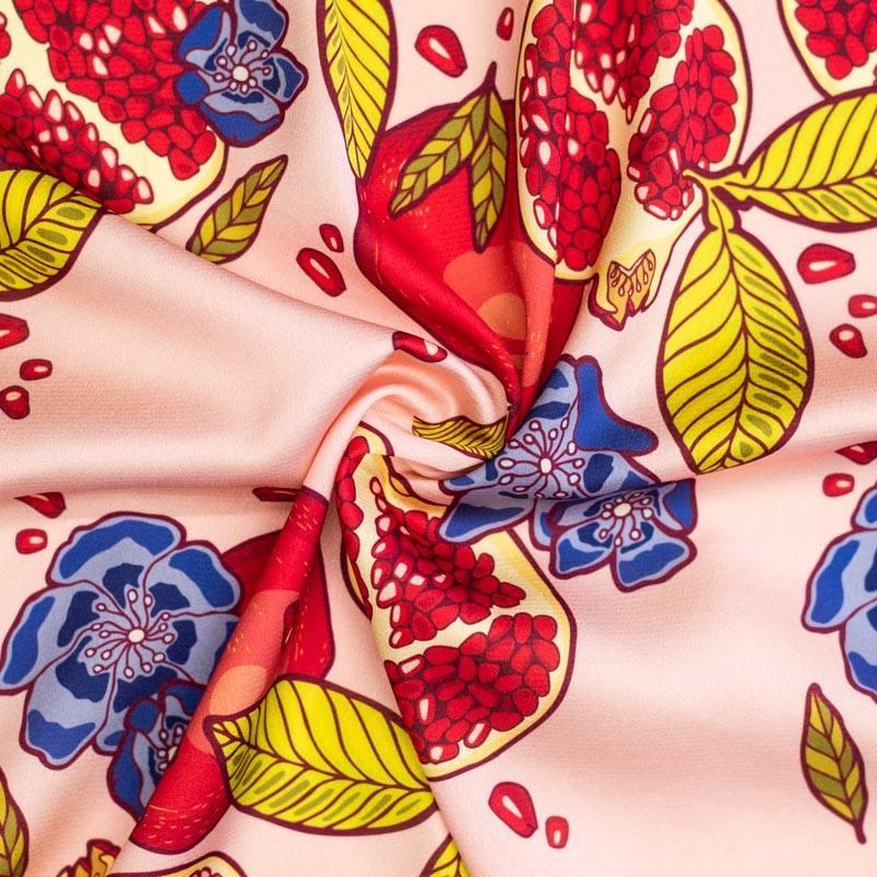 Satin rose chair motif grenade et fleur bleue