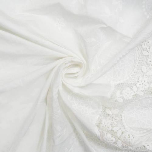 Broderie anglaise blanche ajourée