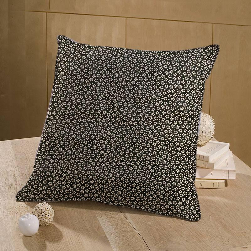 Coton noir motif petite fleur beige