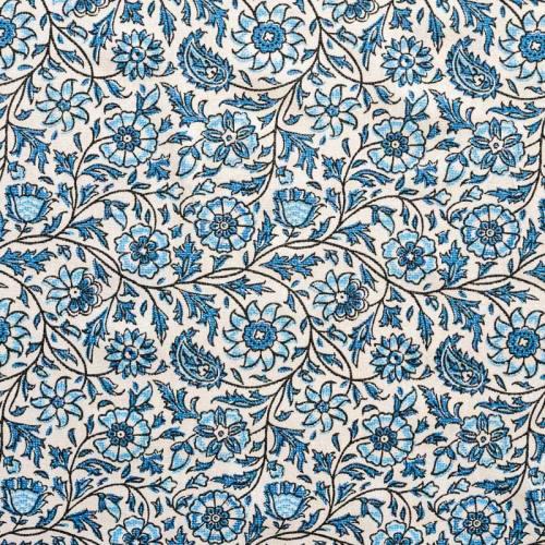 Coton écru imprimé fleurs et feuilles style cachemire bleu clair