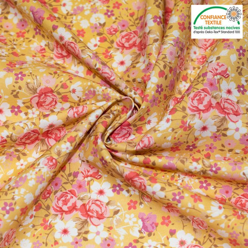 Coton jaune maïs motif petites fleurs roses