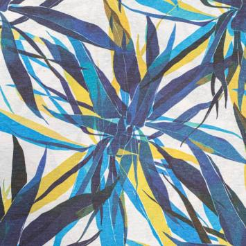 Toile polycoton grande largeur blanche imprimée jungle superposé bleu et jaune Oeko-tex