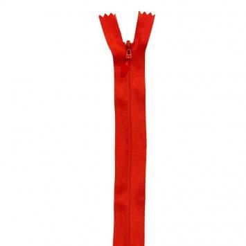 Fermeture rouge à glissière invisible 22 cm col 820