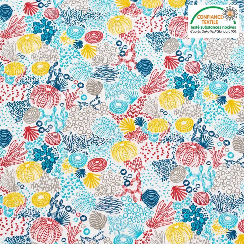 Coton blanc motif fond marin et corail bleu rouge jaune