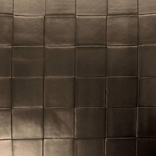 Coupon 50x68 cm - Simili nacré couleur taupe à carreaux en relief