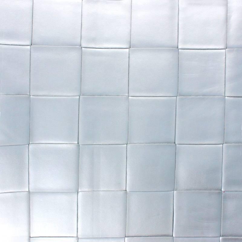 Coupon 50x68 cm - Simili nacré couleur argent à carreaux en relief