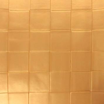 Simili nacré couleur or à carreaux en relief