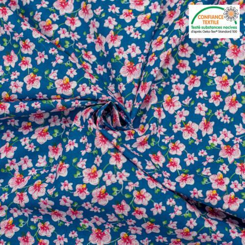 Popeline de coton bleue motif bouquet rose Oeko-tex