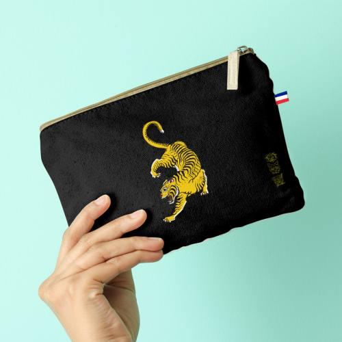 Kit pochette noir motif tigre ocre - Création Lou Picault