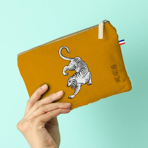 Kit pochette ocre motif tigre blanc - Création Lou Picault