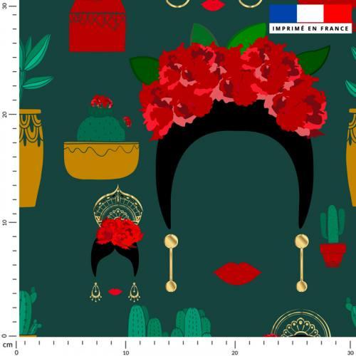 Frida et cactus - Fond vert sapin