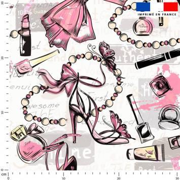 Make-up glamour rose pâle - Fond écru