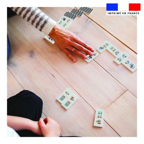 Patron imprimé pour jeu de dominos motif course de voitures