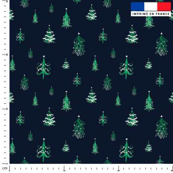 Sapin de Noel vert déco blanche - Fond bleu foncé