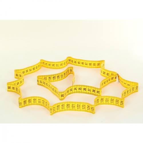 Centimètre couture jaune