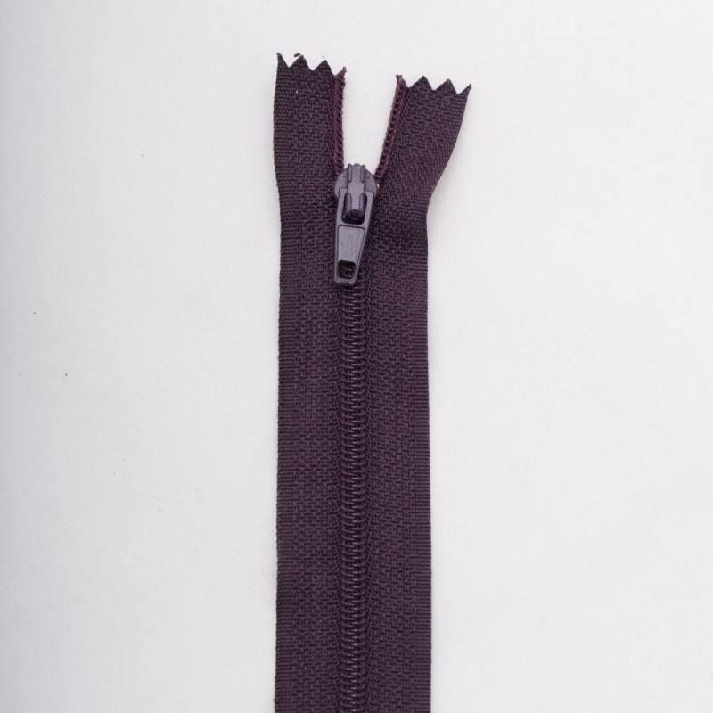 Fermeture 40 cm polyester non séparable violet col 181