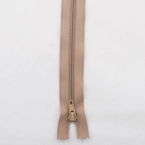 Fermeture polyester 55cm non séparable Col 157