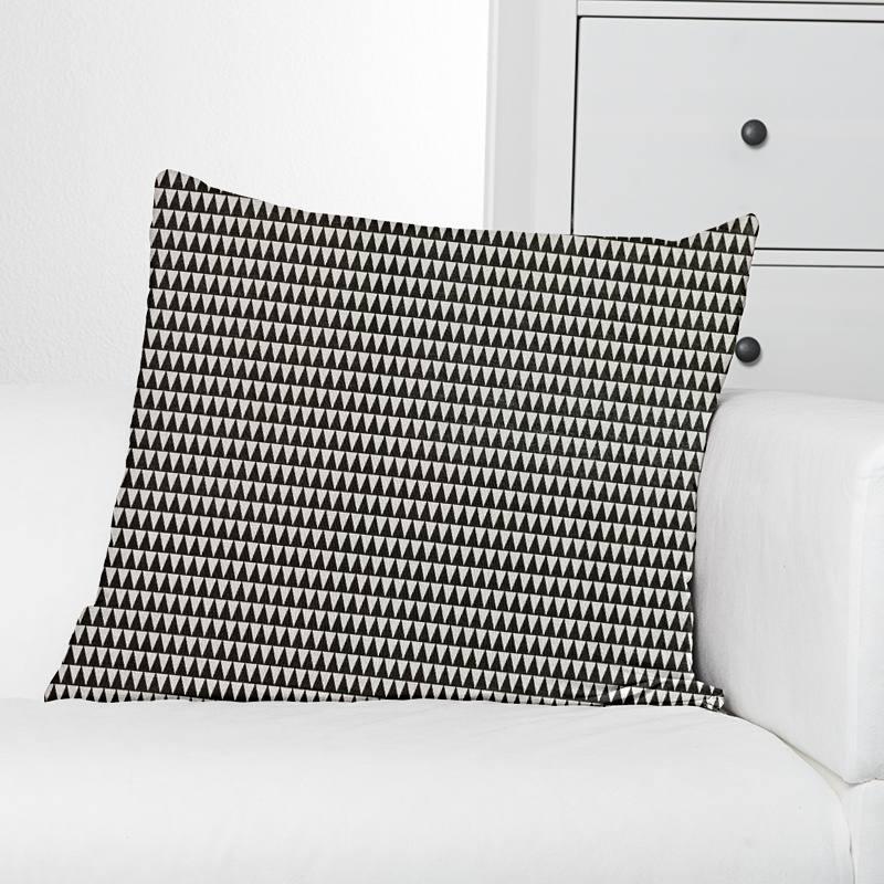 coton vintage motif triangle noir et blanc pas cher tissus price. Black Bedroom Furniture Sets. Home Design Ideas